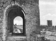 Сквозная арка в одной из боевых башен. Фото Д.П. Вздвижкова в фотоочерке «Белгород-Днестровская крепость», 1975 г.