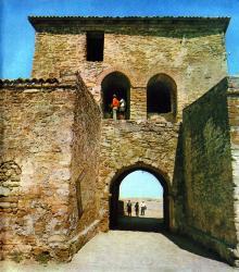Великие ворота. Фото И.В. Артюхина в фотоочерке «Белгород-Днестровская крепость», 1975 г.