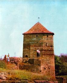 Башня Овидия или Девичья башня. Фото И.В. Артюхина в фотоочерке «Белгород-Днестровская крепость», 1975 г.