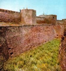 Внешний обводной ров. Фото И.В. Артюхина в фотоочерке «Белгород-Днестровская крепость», 1975 г.