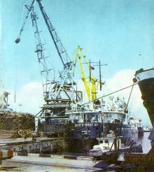 У причалов порта. Фото в книге «Белгород-Днестровский». 1977 г.