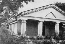 Бывшая армянская церковь. Сейчас тут находится атеистический музей. Фото в книге «Белгород-Днестровский». 1973 г.