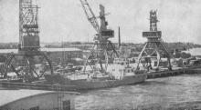 Первые причалы морского торгового порта. Фото в книге «Белгород-Днестровский». 1973 г.