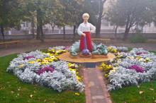 Фигура героя сказки Котигорошка в парке Победы. Фото А. Лебедева, 2015 г.