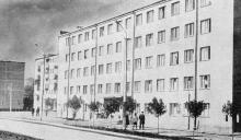 Студенческое общежитие рыбопромышленного техникума. Фото в книге «Белгород-Днестровский». 1973 г.