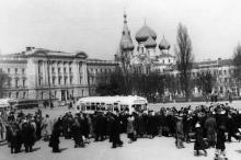 На привокзальной площади. Фотограф Хорст Кох, 1956 г.