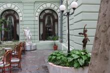 Внутренний дворик гостиницы «Лондонская». Фото Анатолия Дроздовского. Июль, 2006 г.