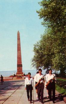 Пам,ятник Невідомому матросові. Фото А. Підберезького. З комплекту листівок «Одеса» 1973 р.