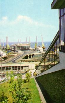 Вид на морський вокзал. Фото А. Підберезького. З комплекту листівок «Одеса» 1973 р.