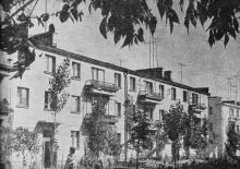Новые дома на Первомайской улице. Фото в путеводителе «Белгород-Днестровский». 1967 г.