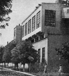 Картонная фабрика. Фото в путеводителе «Белгород-Днестровский». 1967 г.