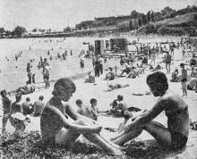 Городской пляж. Фото в путеводителе «Белгород-Днестровский». 1967 г.