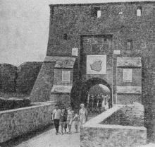 Главный вход в крепость. Фото в путеводителе «Белгород-Днестровский». 1967 г.