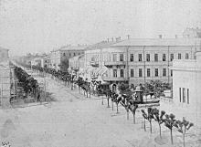 Пушкинская ул. со стороны Городской Думы, справа Английский клуб, на углу с Ланжероновской 3-х этажное здание гостиницы «Европейской», конец XIX века