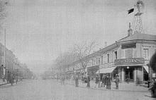 Дерибасовская на пересечении с Ришельевской, справа на углу в 2-х этажном здании «Книжное отделение торгового дома Ж. Блок», начало ХХ века