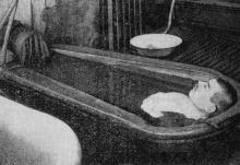 Фото в книге «Методика курортного грязелечения» от 1963 г.: «Ванна парового нагрева из разжиженной грязи. Хаджибей, 1930 г.»