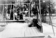 Белгород-Днестровский. В парке Пионерии. Фото Архипа Александровича Гаджий. Начало 1980-х гг.