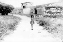 В Аккерманской крепости. Килийские ворота. Фото Архипа Александровича Гаджий. Начало 1980-х гг.
