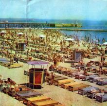 На пляже. 10-я станция Большого Фонтана. Фото в фотобуклете «Большой Фонтан», 1974 г.