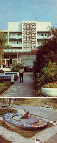 Главный корпус санатория «Виктория» в пгт Сергеевка. Солнечные часы на территории детского санатория «Затока» в пгт Затока. Открытка из комплекта «Белгород-Днестровский» 1986 г.