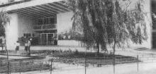 Кинотеатр «Октябрь». Фото Р.И. Якименко в буклете «Приглашаем в Белгород-Днестровский», 1974 г.