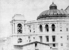 Городской театр в процессе завершения строительства, фотография конца XIX века