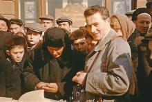 Хорст Кох проходит погранконтроль в Одессе