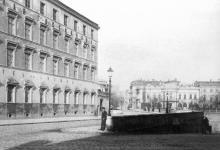 Гостиница «Крымская» на Сабанеевом мосту, фотография конца XIX века