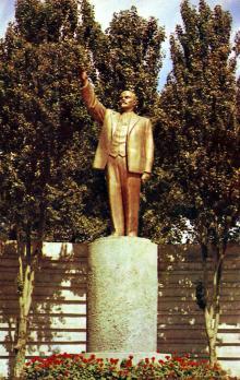 Памятник В.И. Ленину. Фото Д. Бальтерманца в книге-фотогармошке «Одесса». 1970-е гг.