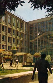 Политехнический институт. Фото Д. Бальтерманца в книге-фотогармошке «Одесса». 1970-е гг.