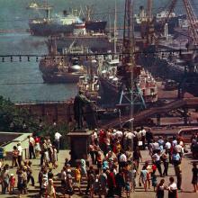 На Приморском бульваре. Фото Д. Бальтерманца в книге-фотогармошке «Одесса». 1970-е гг.