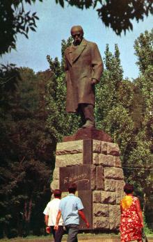 Памятник Т.Г. Шевченко (1814 — 1861), великому украинскому народному поэту, революционеру-демократу. Фото Д. Бальтерманца в книге-фотогармошке «Одесса». 1970-е гг.