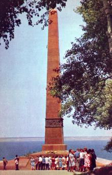 Памятник Неизвестному матросу. Фото Д. Бальтерманца в книге-фотогармошке «Одесса». 1970-е гг.