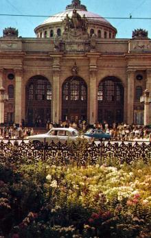 Железнодорожный вокзал. Фото Д. Бальтерманца в книге-фотогармошке «Одесса». 1970-е гг.