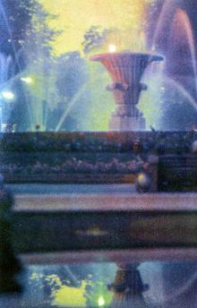 Фонтан на площади Советской Армии. Фото Д. Бальтерманца в книге-фотогармошке «Одесса». 1970-е гг.