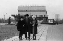 Перед кинотеатром «Москва» в парке им. Горького. Одесса. 1970-е гг.