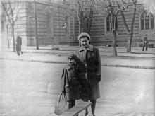 На ул. Академика Павлова, напротив корпуса Медина