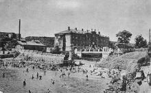 Одесса. Курорт Аркадия. Вид с моря на здание ванного заведения. Почтовая карточка