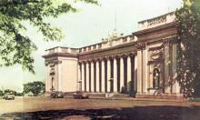 Здание Горсовета. Фотография в буклете «Одесский порт». Конец 1950-х гг.