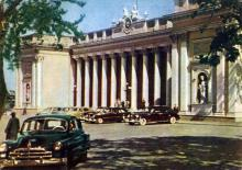 Одесса. Здание горсовета. Фото А. Кричевского на открытке из комплекта «Одесса», 1959 г.