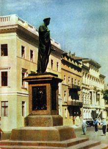 Одесса. Памятник Ришелье. Фото А. Кричевского на открытке из комплекта «Одесса», 1959 г.