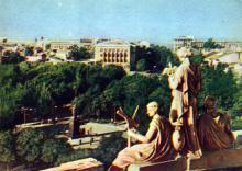 Одесса. Вид на площадь Советской Армии и памятник М.С. Воронцову. Фото А. Кричевского на открытке из комплекта «Одесса», 1959 г.