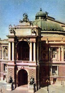 Одесский Государственный театр оперы и балета. Фото А. Кричевского на открытке из комплекта «Одесса», 1959 г.