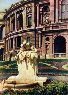Одесса. Фонтан у оперного театра. Фото А. Кричевского на открытке из комплекта «Одесса», 1959 г.