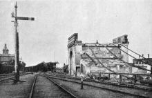 Вид уцелевшего устоя под эстакадой. Фото Пудичева в журнале «Нива», № 28, 1905 г.