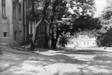 Ул. Перекопской победы, слева дом № 41, на спуске к ул. Фрунзе. 1970-е гг.