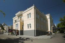 Здание водолечебницы после реконструкции под отель «Морской». 2004 г.