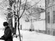 Вид на церковь Рождества Христова с угла Херсонской и Валиховского переулка, за забором, начало 1900-х гг.