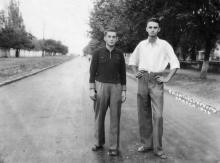 Пролетарский б-р, справа сан. «Украина», слева забор ботанического сада. 1946 г.