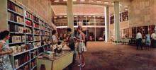 Центральный торговый зал Дома книги. Фото в буклете «Книжная Одесса». 1974 г.